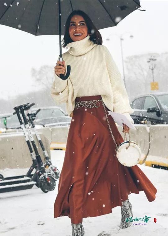 毛衣和裙子怎样穿好看?