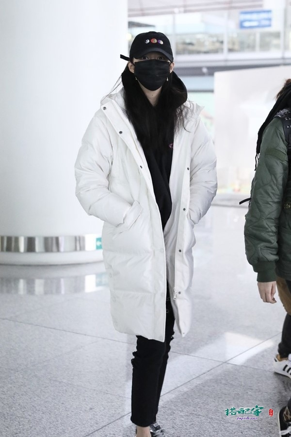 白色怎么穿才不显胖,学关晓彤的这个心机,成为这条街最靓的崽
