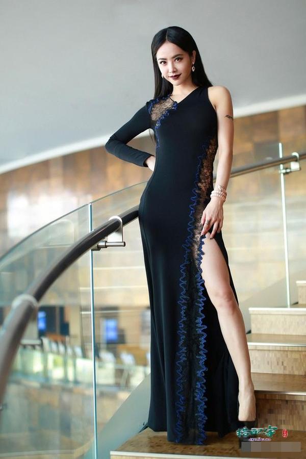 蔡依林的素颜近照,与浓妆状态判若两人,网友:完全看不出她39岁