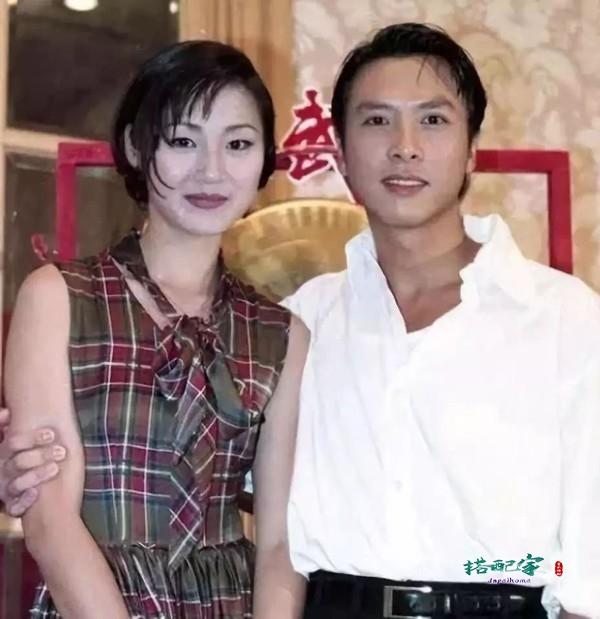 """""""香港第一美腿""""万绮雯近照,50岁素颜如少女,结婚20年未生孩子"""
