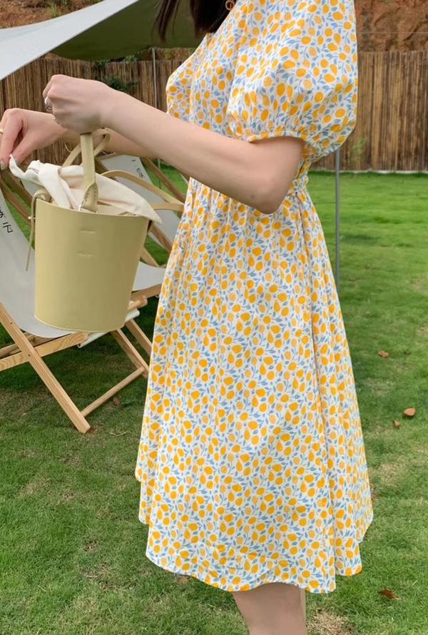 今年夏天碎花裙火了,减龄显瘦又百搭,这才是夏天的正确打开方式