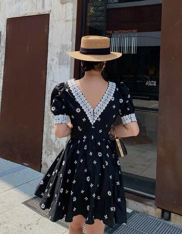 夏天不要只穿T恤衫了,土气又廉价,试试自带高级感的连衣裙!