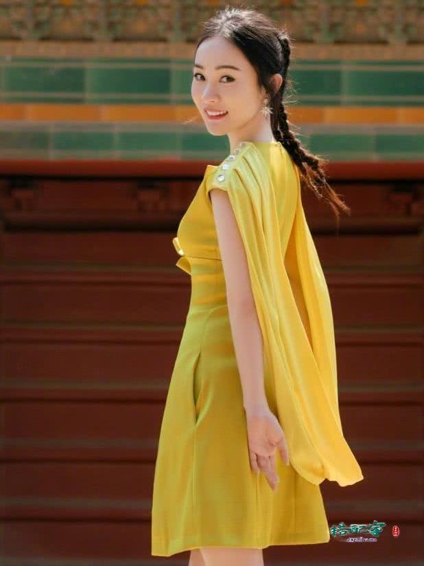 霍思燕穿得如此少女,难怪被宠成了小公主