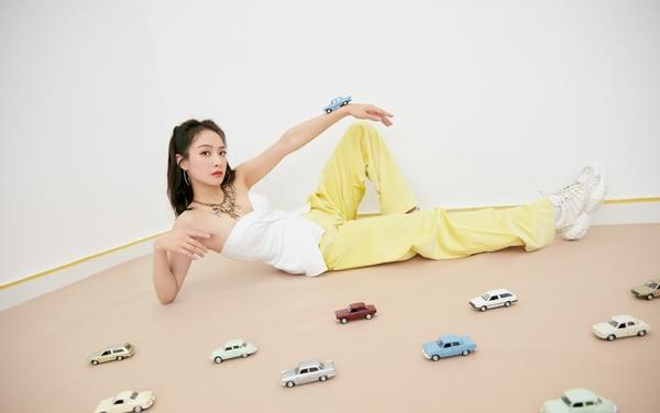 宋茜穿搭法则:提高腰线打造黄金比例,人人都能变模特身材