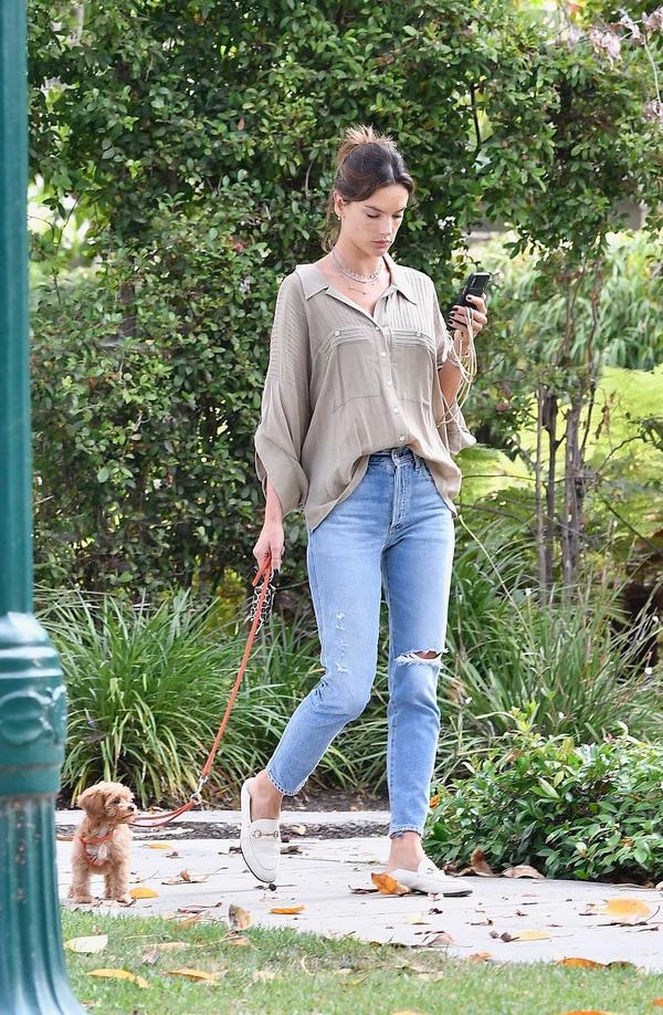 想get超模同款长腿吗?学习AA的穿衣之道,普通单品都能穿出优越感