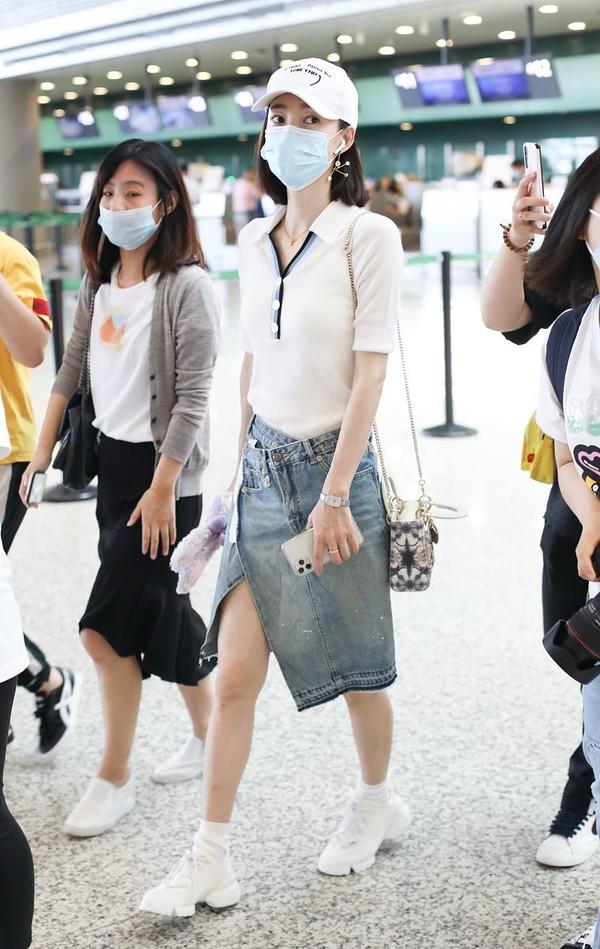 甩不掉的端庄!王丽坤BM风搭配穿出淑女范,色彩搭配真能决定气质