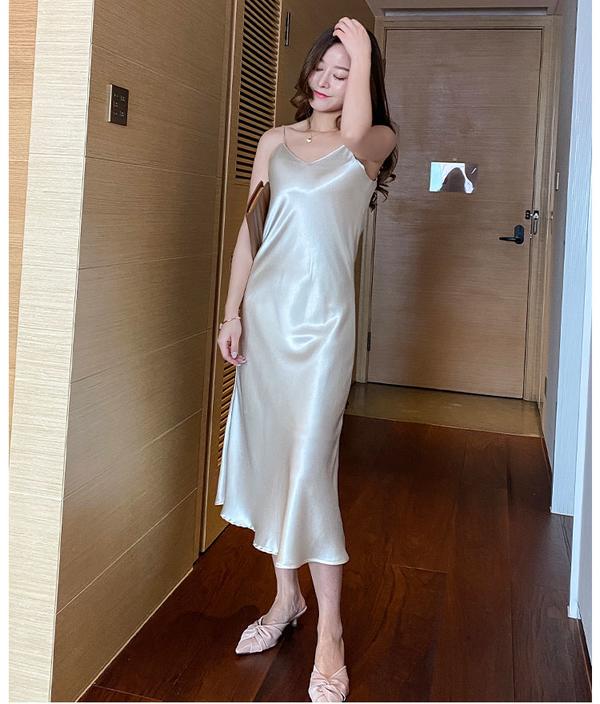 真丝裙岂止是直男斩,女人看了也很心动啊,夏天就应该穿这条裙子
