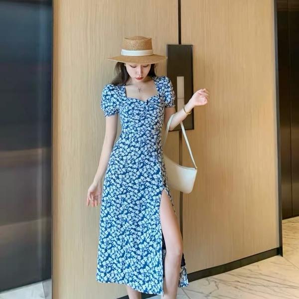 碎花裙又土又俗?那是你没选对款式,这两款碎花裙才是真时髦!