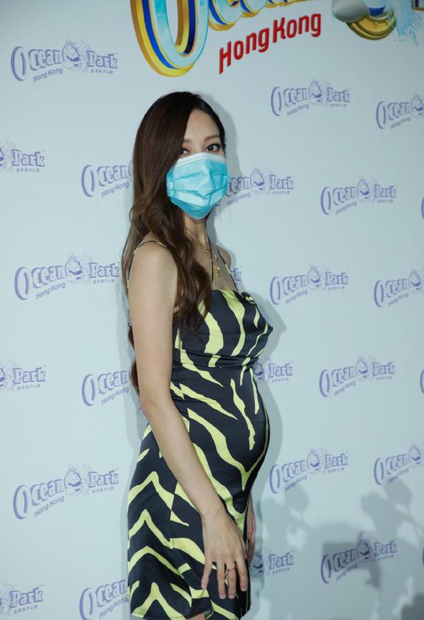 陈凯琳真任性,怀六个月孕肚还穿高跟鞋,除了肚子四肢依旧很纤细