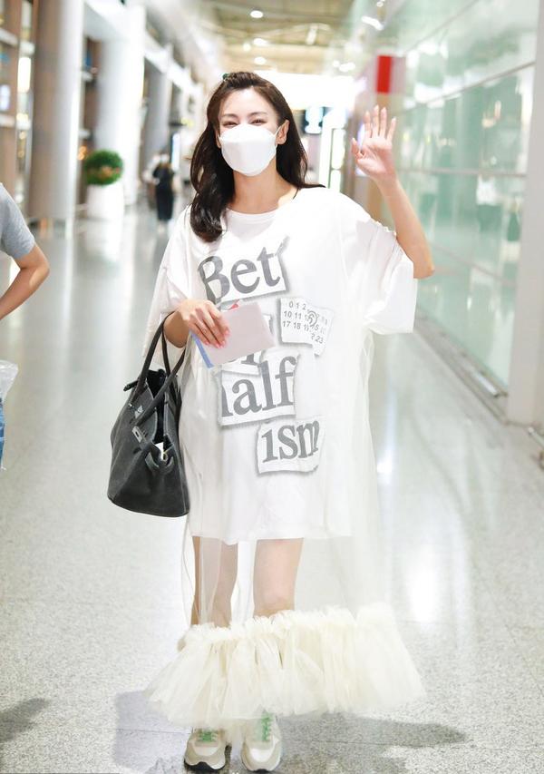 32岁张雨绮哪来的自信?穿透视白纱裙扮小公主,却衬的腿又短又粗