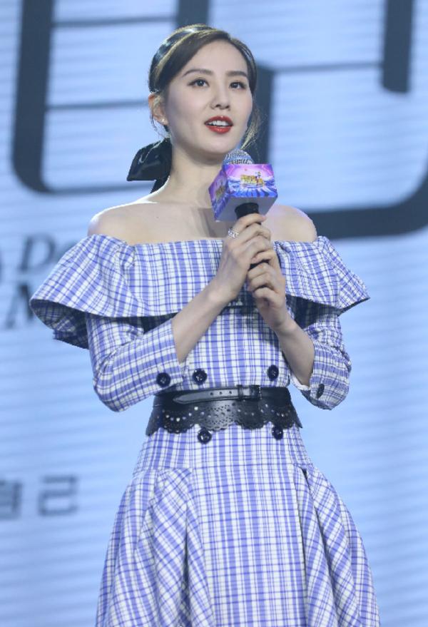 33岁刘诗诗真实状态什么样?穿格纹裙优雅似公主,生图暴露法令纹