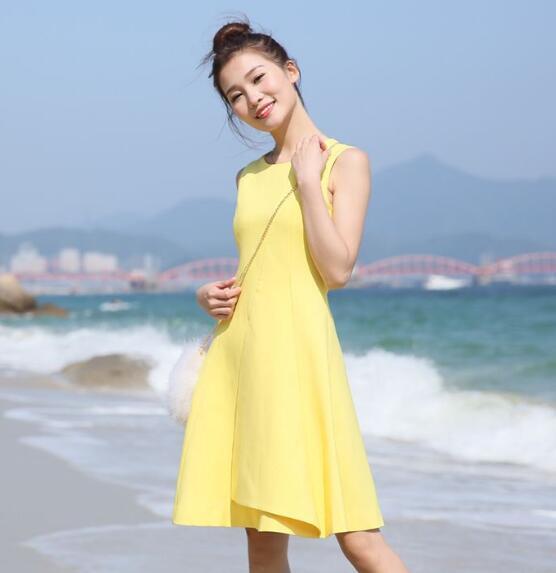 夏天穿什么颜色连衣裙好看?