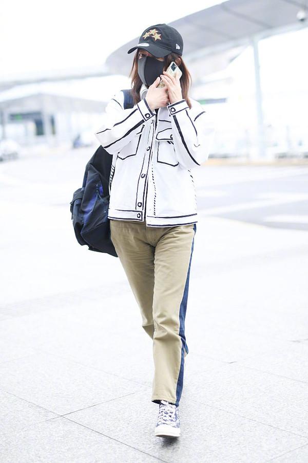 张雨绮新综艺曝光,穿涂鸦衬衫和赵薇戚薇撞衫,骨架大是真吃亏啊
