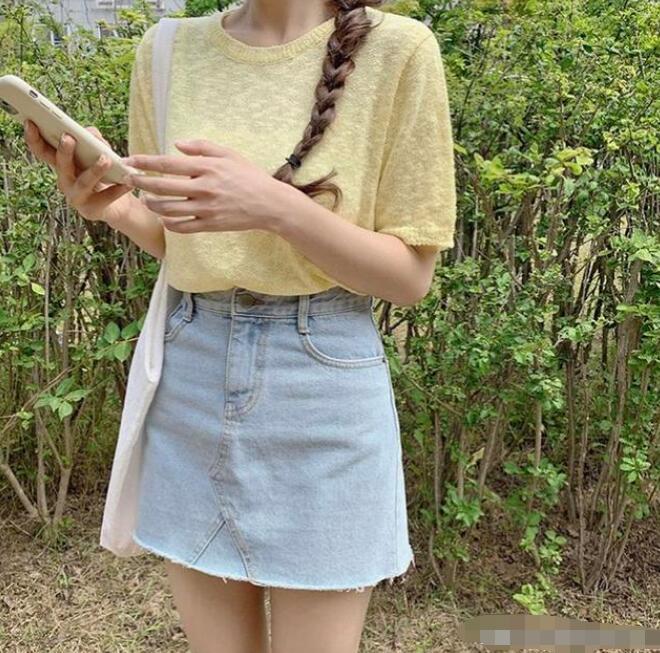 米黄衣服配什么颜色好看?