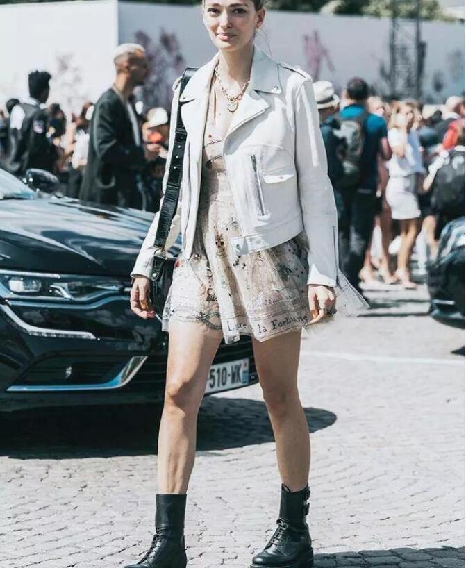 马丁靴怎么穿搭衣服?