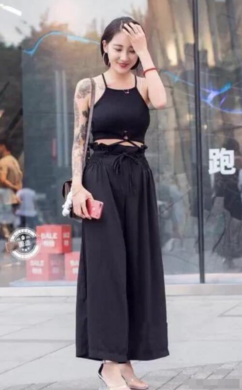 黑色阔腿裤穿搭什么上衣和鞋子好看