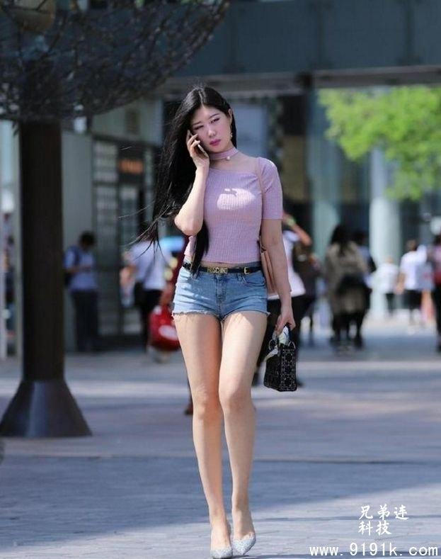 街拍:温婉可人的小姐姐,十分的靓丽,十分的抢眼_