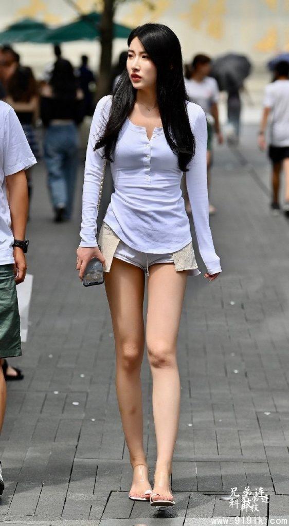 这些美女不仅拥有大长腿,还拥有高颜值_
